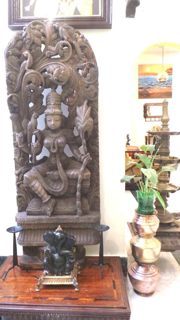 #kinhal #hometour #indianhome #cornerdecor #indiandecor #VasudhaKumar #woodencarving #Karikuddi