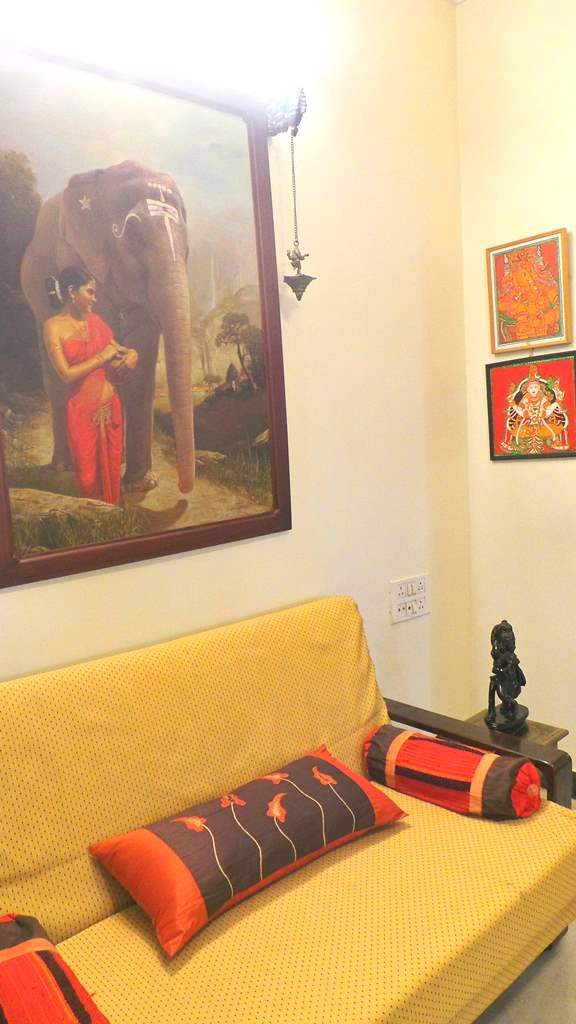 #kinhal #hometour #indianhome #cornerdecor #indiandecor #VasudhaKumar #originalpaintings