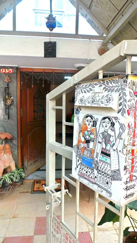 #kinhal #hometour #indianhome #cornerdecor #indiandecor #VasudhaKumar #mailbox #Madhubani #entrance
